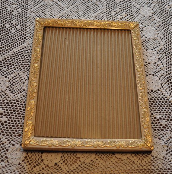 47.46 kr. Beautiful Vintage Metal Picture Frame with Raised by LindsaysFinds