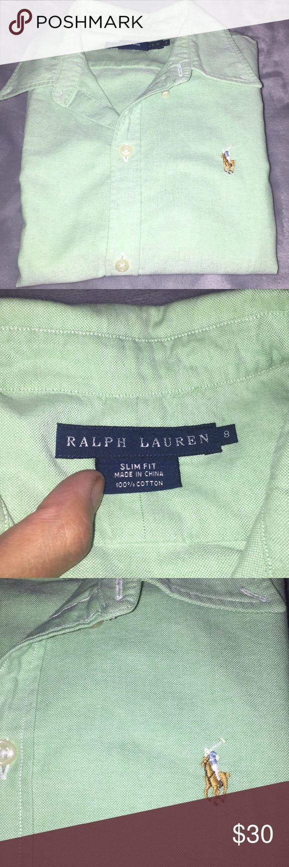 Ralph Lauren Slim Fit Button Down Women's Ralph Lauren Button down in great condition. Very versatile shirt. Slim Fit. Ralph Lauren Tops Button Down Shirts