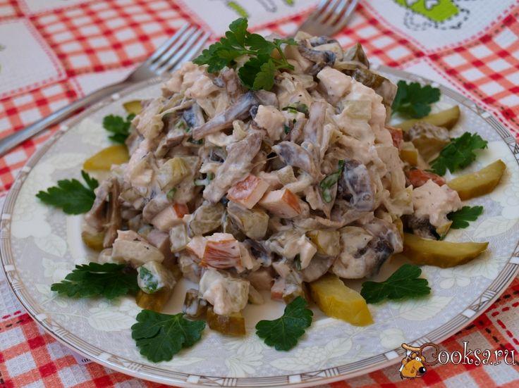 Салат с копченой курицей шампиньонами и ананасами