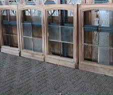 4 eiken geloogde ramen, met roeien. Per stuk en als set te koop.
