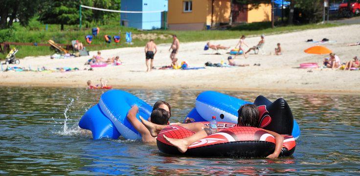 Ciesz się wspaniałą wakacje w Górach Nad Jeziorem na Złoty Potok Resort. Oferujemy niesamowite udogodnienia i różnych działań, takich jak wędkarstwo, rower górski i wiele innych w przystępnych cenach .