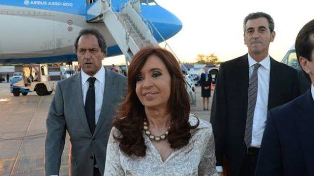 QUIEREN SACAR DE LA CANCHA AL PERONISMO BONAERENSE   Quieren sacar de la cancha al peronismo bonaerense En la Casa Rosada están desesperados y con razón. Miran las encuestas en la provincia de Buenos Aires y no lo pueden creer. La mayoría de la población votará el próximo año al peronismo y especialmente a Cristina Kirchner si decide presentarse. Hasta hace dos meses estaban convencidos que un grupo de intendentes junto a Florencio Randazzo iban a participar por afuera del peronismo con lo…