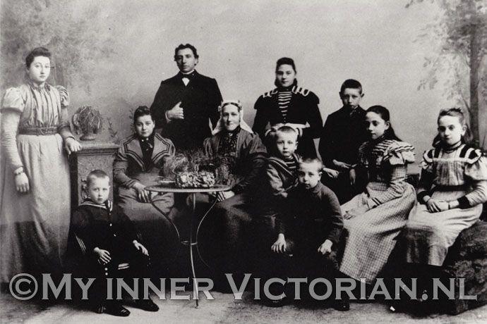 familiefoto  My inner Victorian is een blog over de victoriaanse tijd. Wat deden jouw familieleden in de 19e eeuw?