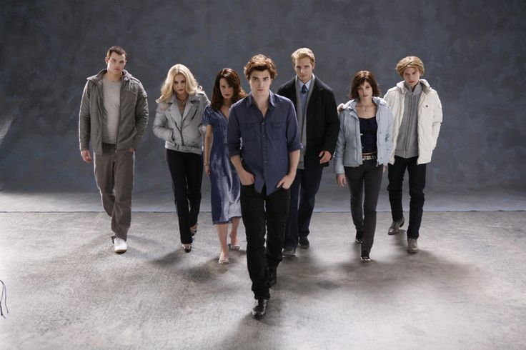 Still of Peter Facinelli, Elizabeth Reaser, Nikki Reed, Robert Pattinson, Kellan Lutz, Jackson Rathbone and Ashley Greene in Twilight (2008) http://www.movpins.com/dHQxMDk5MjEy/twilight-(2008)/still-303928832