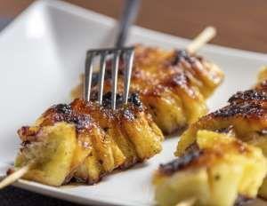 La frutta come l'ananas, i fichi, il melone, le banane si cuociono molto bene alla griglia. Tribù Golosa