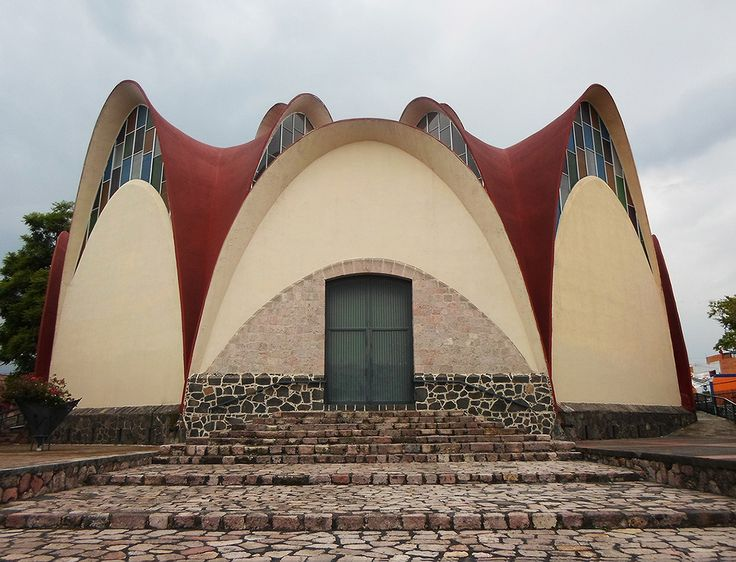 Templo de San Martín de Porres, av. General Santos Degollado 1018, Industrial, Morelia, Michoacán México  1960  Arq. Manuel González Galván -   Temple of San Martín de Porres, av. General Santos Degollado 1018, Industrial, Morelia, Michoacan 1960