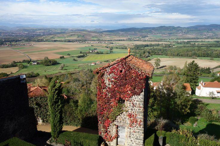 Jolie vue depuis la butte du village d'Usson. www.issoire-tourisme.com