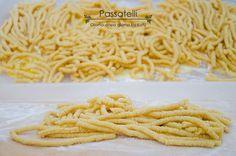 I passatelli sono una ricetta tipica della zona romagnola / marchigiana che in famiglia amiamo tantissimo, sia in brodo che asciutti. Provate la ricetta.