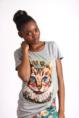 GREY PRINCESS CAT GRAPHIC T-SHIRT R 275.00 - Stretch t-shirt material - Longer length - Round neckline - Short sleeves - Embellished cat graphic on front