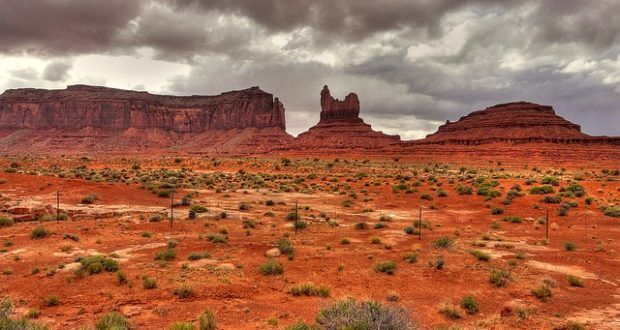 Während die Bevölkerung dazu angehalten wird, wegen der seit Jahren anhaltenden Dürre Wasser zu sparen, will die Politik in Phoenix, Arizona, dem Konzern Nestlé erlauben dort eine Wasserabfüllstation zu errichten.