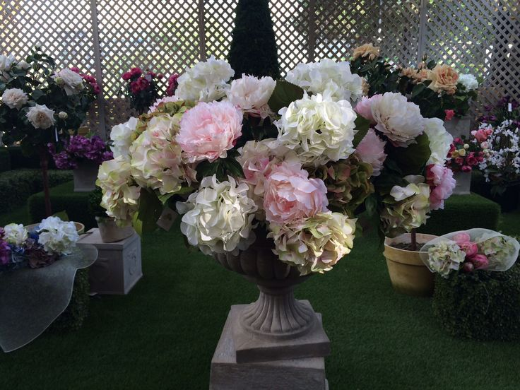 Copón de flores artificiales