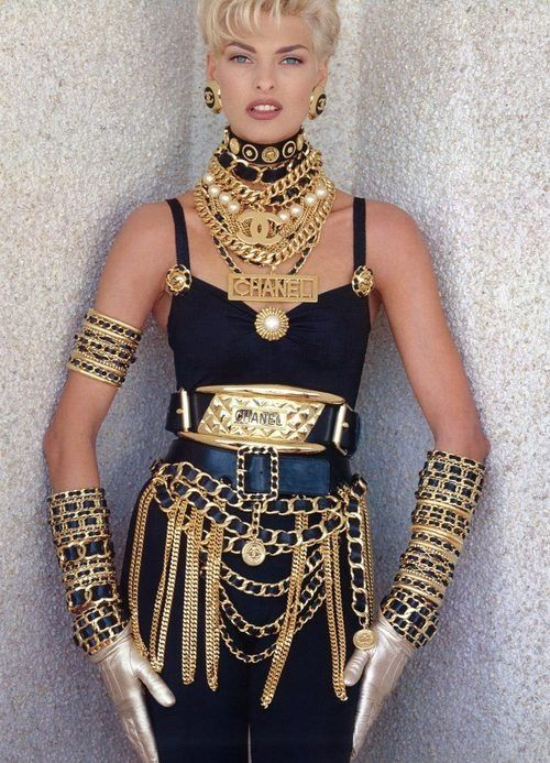 la modella mafia Rihanna in vintage Chanel jewelry and chains for Pour It Up styled by Mel Ottenberg - Inspired by Linda Evangelista x Chane...