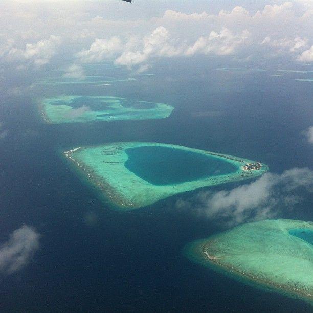 #maldiverna ser ut som ett månlandskap ovanifrån #jordenruntmedving #vingresor #ving Läs mer om Maldiverna på http://www.ving.se/maldiverna/maldiverna