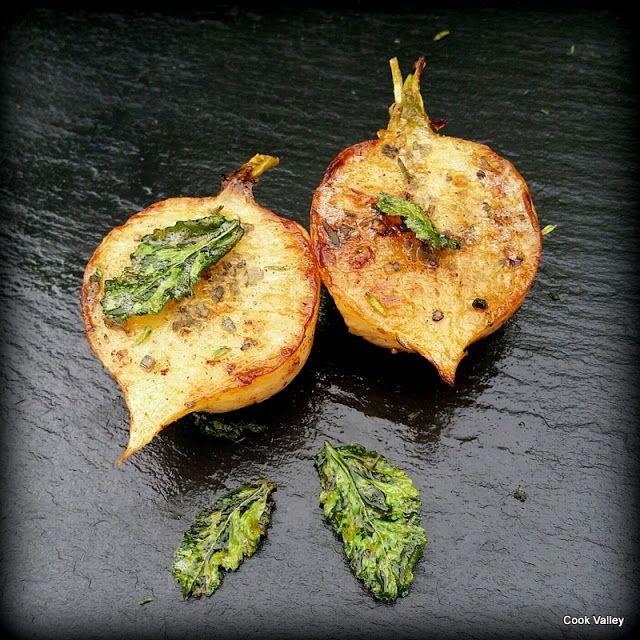 cookvalley - tanker om mad: Smørstegte ræddiker med timian og sprøde blade http://cookvalley.blogspot.com/2016/10/smrstegte-rddiker-med-timian-og-sprde.html