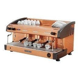 Elegante cafetera en cobre adamascado. Todos sus modelos armonizan a la perfección en cualquier ambiente donde se desee servir una perfecta taza de café expreso.