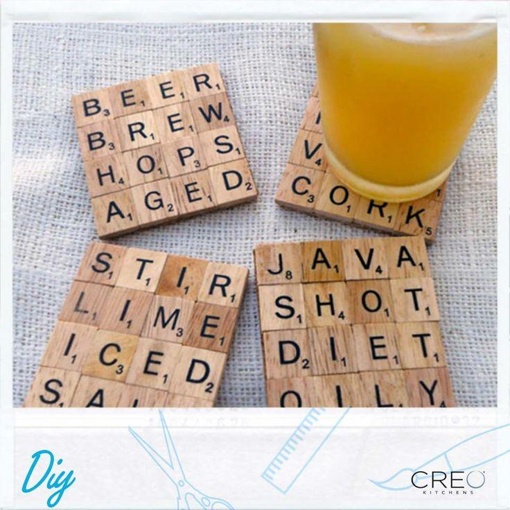 Chi ha detto che i sottobicchieri sono noiosi? Guarda questi, da fare con delle tessere dello #Scrabble! #CREO #DIY #sottobicchieri #coaster