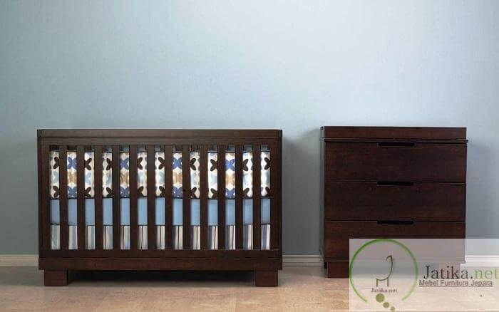 Set Box Bayi Kayu Jati Minimalis adalah produk furniture yang dibuat khusus untuk anak bayi dengan desain dan model minimalis asli mebel jepara.