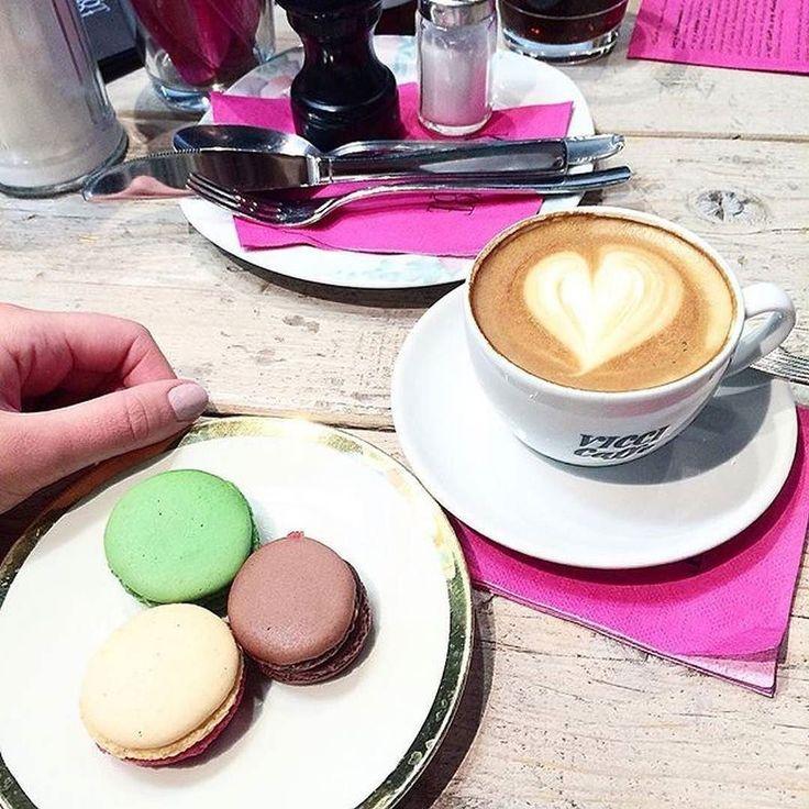Pistazie Lakritz & Schokolade  Macarons für jeweils 2 und ein Cappuccino für 250  schon eigene Coffee Pics in unsere Foodguide App geladen? Nope? dann mal reingucken und ausprobieren  @sofiakoro #foodguideapp #köln #cologne #cgn #kölle #cgnfood #welovecologne #colognefood #ig_cologne #ig_köln #colognestagram #kölnstagram #kölnerecken #foodcologne #stadtamrhein #rheinufer #ilovecologne #rhein#fresh #travel #foodporn #photooftheday #healthy #tasty #foodie #cleanfood #macarons #cappuccino…