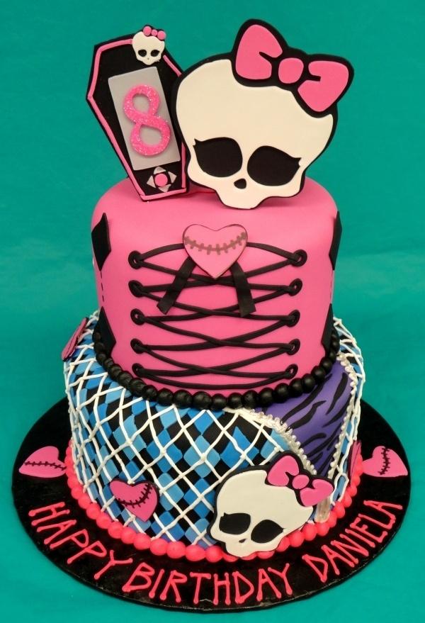 I LOVE this Monster High cake!!