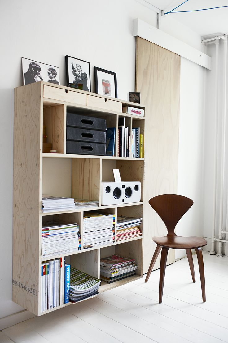 Reol i krydsfinér #indretning #interior #furniture #design #snedkeri #handmade #bookshelves #reol #opbevaring #plywood #karstenk #rum4 www.rum4.dk