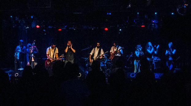 The Mahandelins es una banda enfocada a la música de raíz jamaicana (reggae/ska) con influencias de rock clásico que posee un enérgico showen directo, capaz de ofrecer un espectáculo en que el publico se impregna de la buena energía que fluye sobre el escenario, con canciones originales, letras en inglés y un mensaje positivo y …