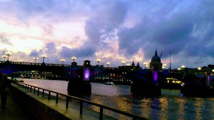 Water colour by Autumn  www.couchflyer.com #river #thames #london #europe #autumn #sunsets #evening #travel #cityscape