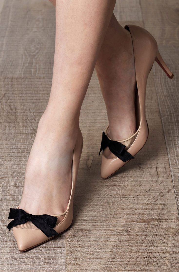 Nude bow pumps>>Free idea: someone make these in a whole range of nude colors so any lady can show off this cool effect.