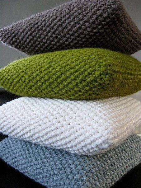 Подушка жемчужным узором
