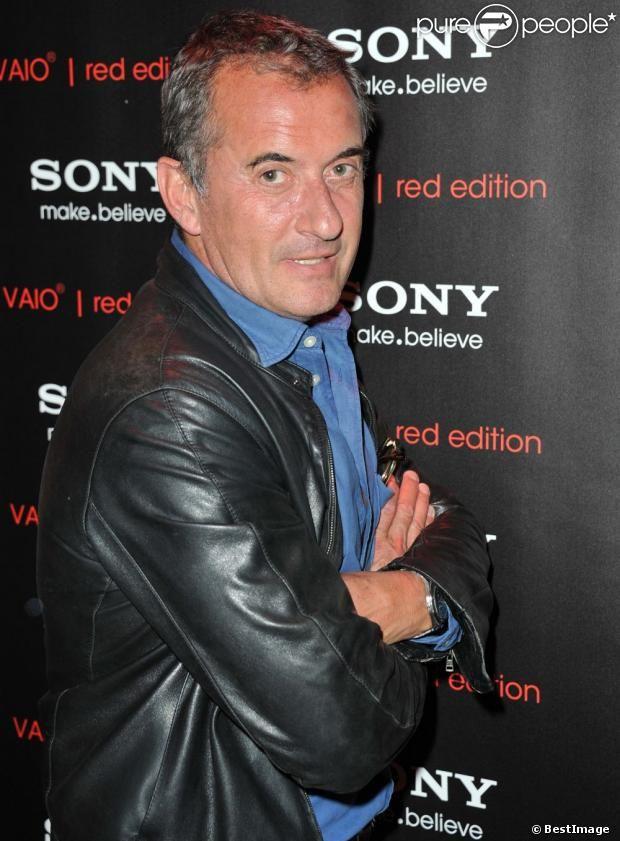 Christophe Dechavanne-Binot (connu sous le nom de Christophe Dechavanne), né le 23 janvier 1958 à Paris, est un animateur et un producteur d'émissions de télévision et de radio français