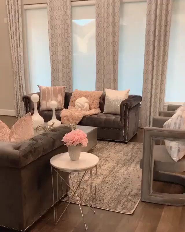 Innenarchitektur des weichen bezaubernden Wohnzimmers