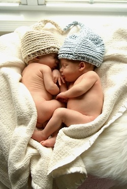 Sweet picture of twins... makes me think of Michelle and Ben's sweet ones on the way. :)