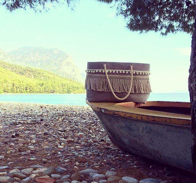 Follow the breeze... 'Breeze' summer bag #summer #beachstyle #beach #summerbag #sea #canvasbag #canvas #seabag #hot #salt #cotton #pompom #fringes #vessels #boat #boho #sun #sunset #beachlife #photoshooting #design2016 #handmadeingreece #handcrafted #greece #summeringreece #greekislands #greekdesigners