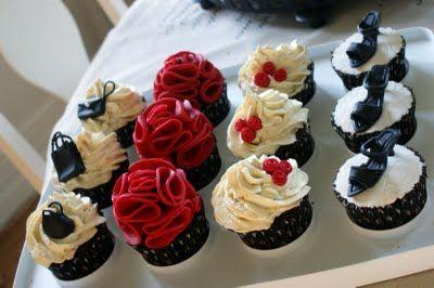 Tjejcupcakes. Hör i hop med inlägget tjejcupcakes röda blommor där det beskrivs hur det röda blommorna görs • Heavenly Cupcake
