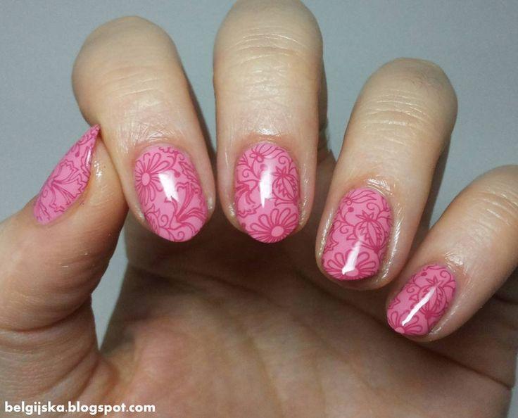 """""""Tym razem delikatny #stamping #nailart z wzorkiem z płytki #blueberry01 ze sklepu  @blueberrystorepl #loveludowe #kwiatynapaznokciach #flowersnails…"""""""