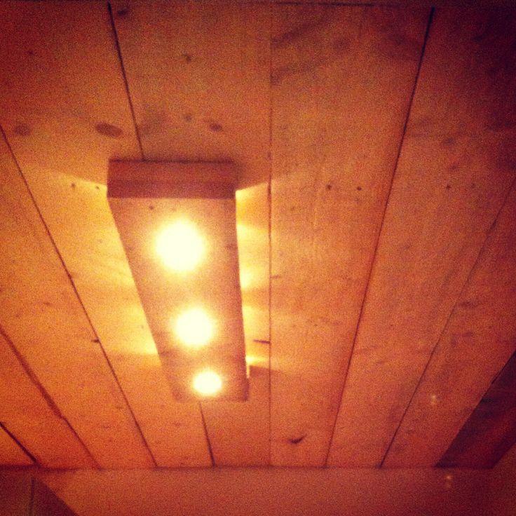Steigerhout plafond Home made en zelfgemaakte lamp van steigerhout.