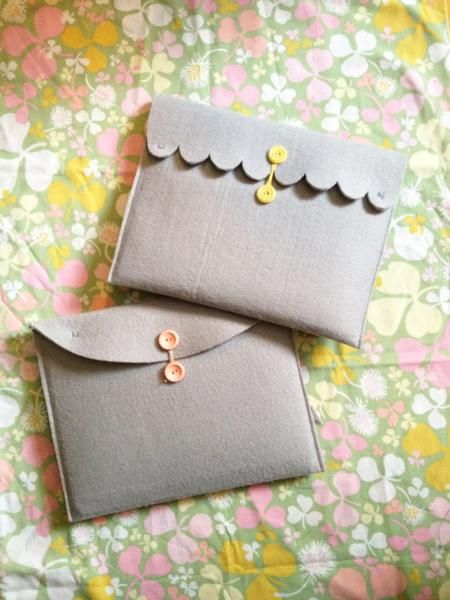 Felt iPad/Kindle cover - This would be great as a mini clutch too!