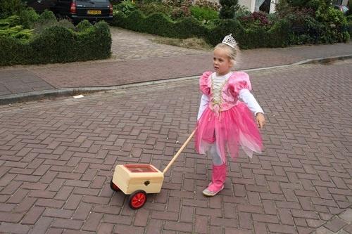 Een hele echte prinses met haar schatzoeker.   Kids-concepts.nl..de weg naar een geslaagd kinderfeest