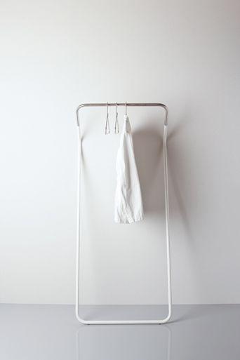 minimalistic coat stand : white multi-purpose clothing and drying rack | Design: Peter van de Water | Cascando |
