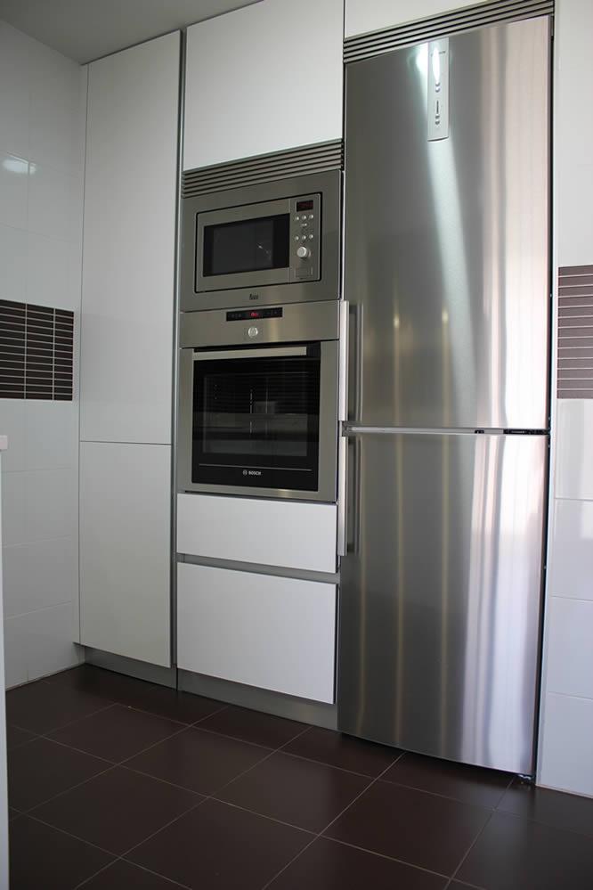 Cocinas dise o de cocinas en getafe modelo rey hueso con for Cocinas de silestone