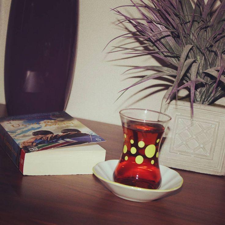 """""""Kendine zaman ayırabilmek harika bir bardak sıcak çaya kim hayır diyebilir ki #caysaati #çaykeyfi #tea #çay #cayicmek  #caydanvazgecmem #caysizolmaz…"""""""