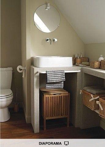 Salle de bain sous les combles sur un style champêtre.