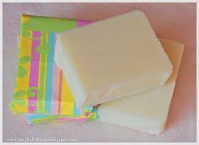 La presenza di olio di mandorle dolci rende questo sapone particolarmente nutriente e delicato.   L'olio di mandorla è emolliente e ...
