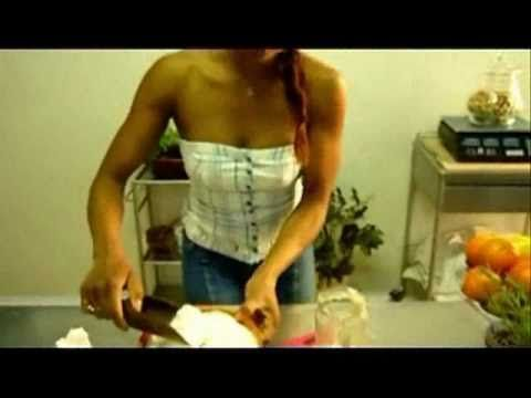 https://www.youtube.com/watch?v=Vur3G1OYghA http://www.twitter.com/maryvaleriano Preparo il lievito madre iniziando con farina, acqua e miele. Poi per cinque...