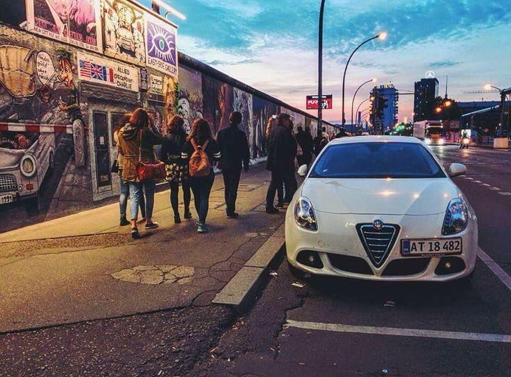 Piękna Giulietta w miejskiej dżungli. Rozpoznacie co to za miasto? Fotkę podesłał nasz fan Łukasz, dziękujemy :)