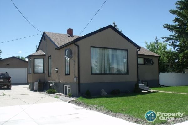 Private Sale: 360 3 Ave East, Cardston, Alberta - PropertyGuys.com