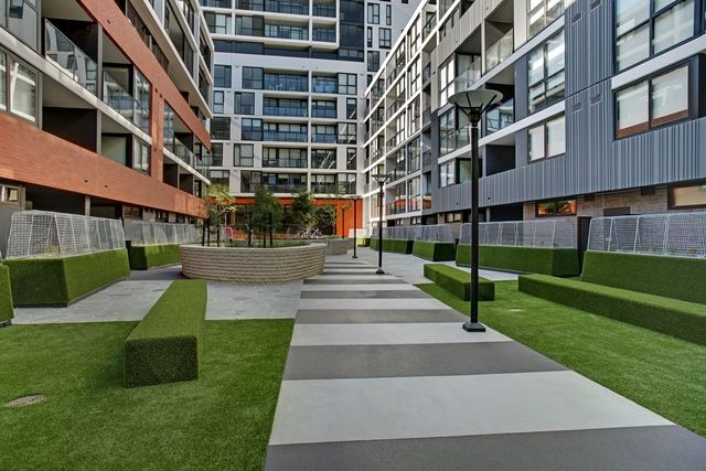 Inner-city living. Exciting and dynamic community, close to a multitude of shops, bars and restaurants.   #precinctapartments #salvopropertygroup #innercityliving #melbourne #openspaces