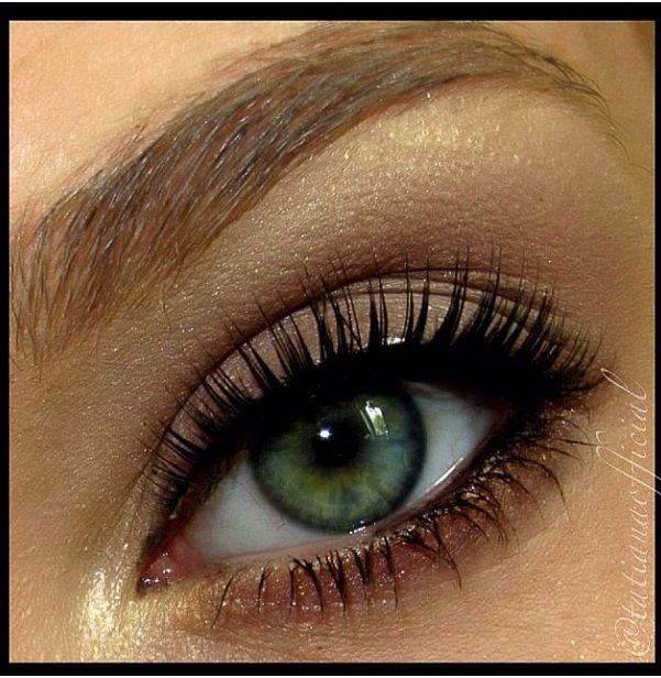 Green eyes makeup idea
