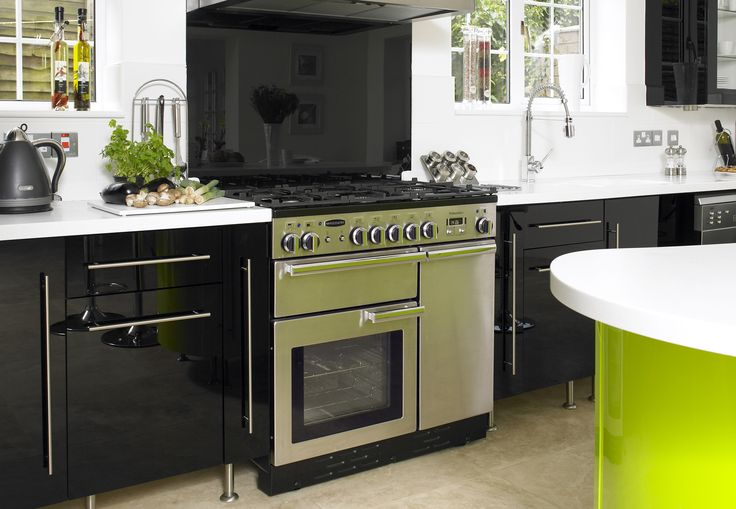 For outstanding performance with the looks to match, the Professional range offers everything the serious cook could want and more. Available in Sizes: 110, 100 & 90cm. Fuel types available: Induction, Ceramic, Dual Fuel & All Gas. Prices at www.htodd.co.uk #cookers #range #Yorkshire #harrogate