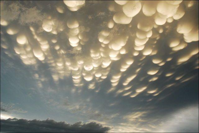 Gerçeküstü bulutlar