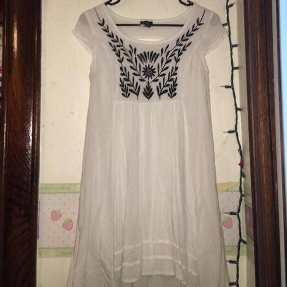 White Summer Dress NOT FREE PEOPLE, POSTED FOR PUBLICITY! This cute dress was only worn once and is in great condition! It is 100% rayon and has a lining on the inside. It is loose on the bottom and tight on top. It is also a tad longer in back then the front! Cuts just above the knee. This is the perfect summer dress Free People Dresses Midi